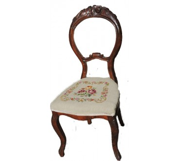 "65    Chaise ""rococo"" brodée"